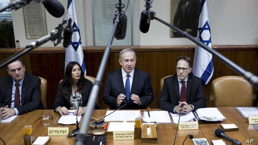 Israeli Prime Minister Benjamin Netanyahu, center, attends the weekly cabinet meeting at his office in Jerusalem, Dec. 11, 2016.