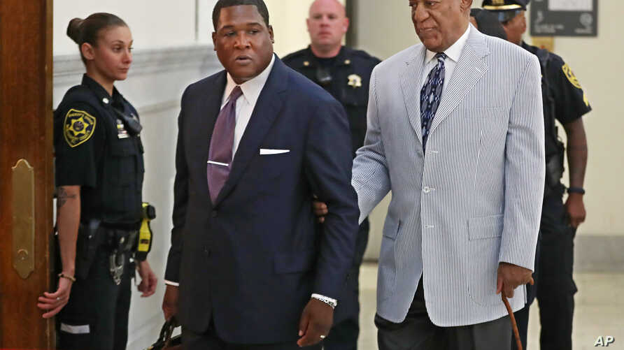 Bill Cosby (R) is led into Courtroom A in the Montgomery County Courthouse in Norristown, Pennsylvania, by one of his aides Sept. 6, 2016, for a pretrial conference in his sexual assault case and to set a trial date.