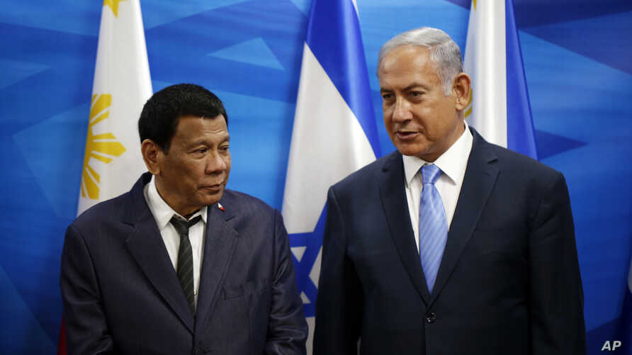 Israeli Prime Minister Benjamin Netanyahu, right, stands next to Philippine President Rodrigo Duterte during their meeting in Jerusalem on Monday, Sept. 3, 2018.