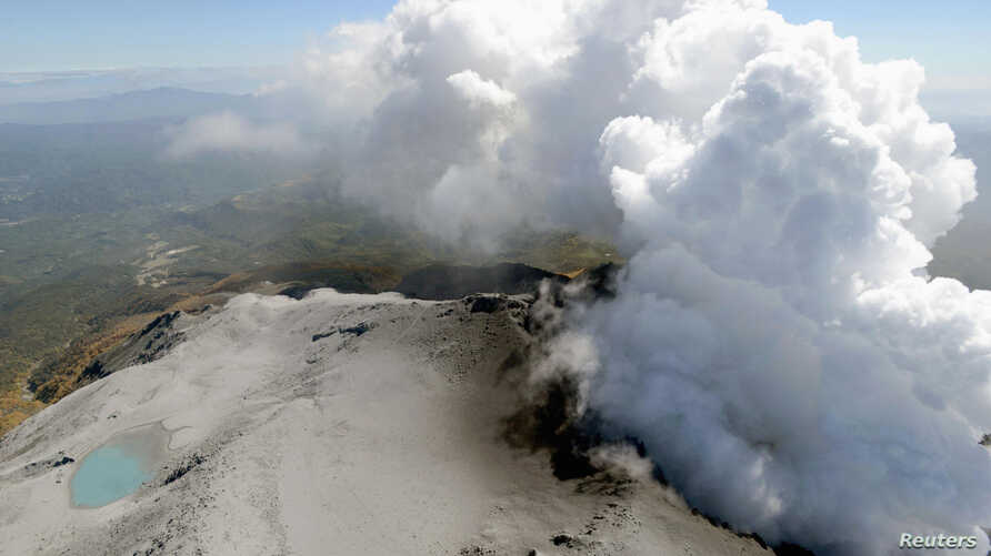 Volcanic smoke rise from Mt. Ontake, which straddles Nagano and Gifu prefectures, central Japan, September 30, 2014.
