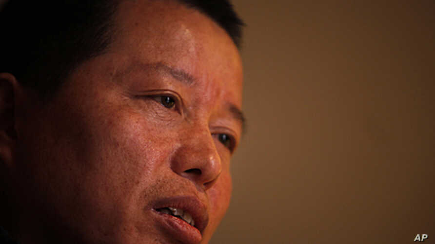 Gao Zhisheng, a human rights lawyer, speaks at a tea house in Beijing, China, April 7, 2010 (file photo).