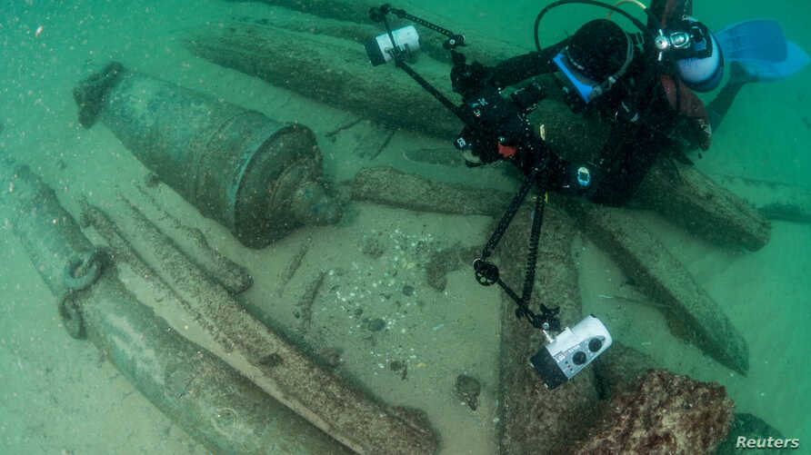 Divers are seen during the discovery of a centuries-old shipwreck, in Cascais, Portugal, Sept. 24, 2018