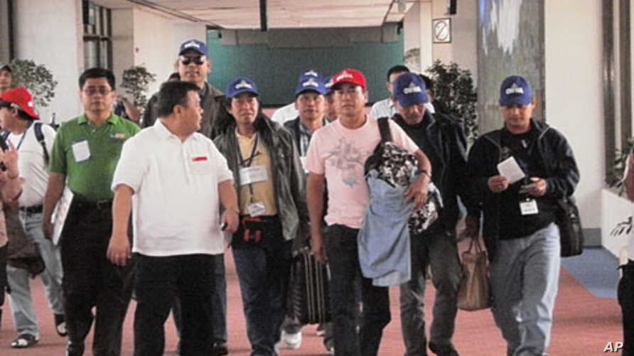 Philippine workers return home from Libya