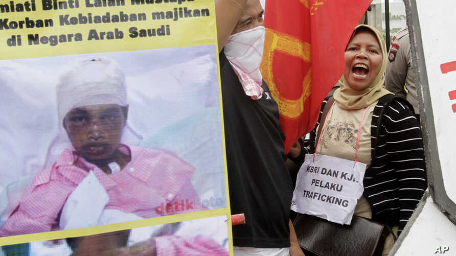 Indonesian workers shout slogans during a protest against the alleged abuse an Indonesian maid in Saudi Arabia, outside the Parliament in Jakarta, Indonesia Nov. 23, 2010.