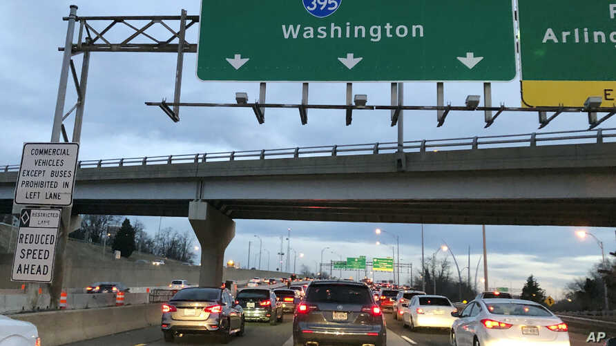 Washington commuters travel to work on the first day back after a government shutdown, early morning on I-395, Jan. 28, 2019 in Arlington, Va.