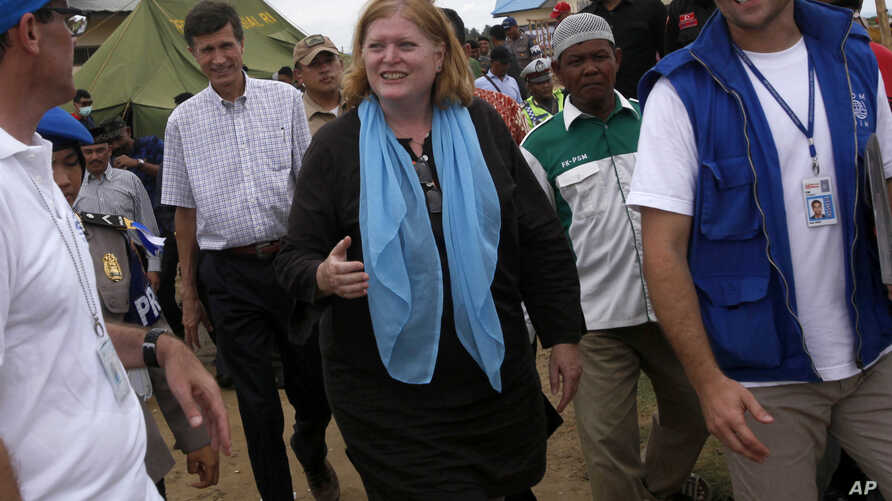 U.S. Assistant Secretary of State for Population, Refugees, and Migration, Anne C. Richard, center, walks with International Organization for Migration officials during her visit to a temporary shelter for Rohingya and Bangladeshi migrants in Kuala C