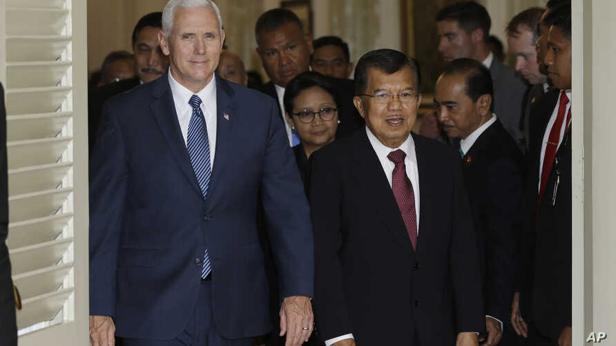 U.S. Vice President Mike Pence, left, walks with his Indonesian counterpart Jusuf Kalla, right, after their meeting in Jakarta, Indonesia, April 20, 2017.