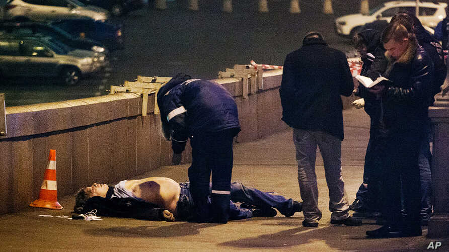 Russian police look at the the body of Boris Nemtsov, a former Russian deputy prime minister and opposition leader at Red Square in Moscow, Feb. 28, 2015.
