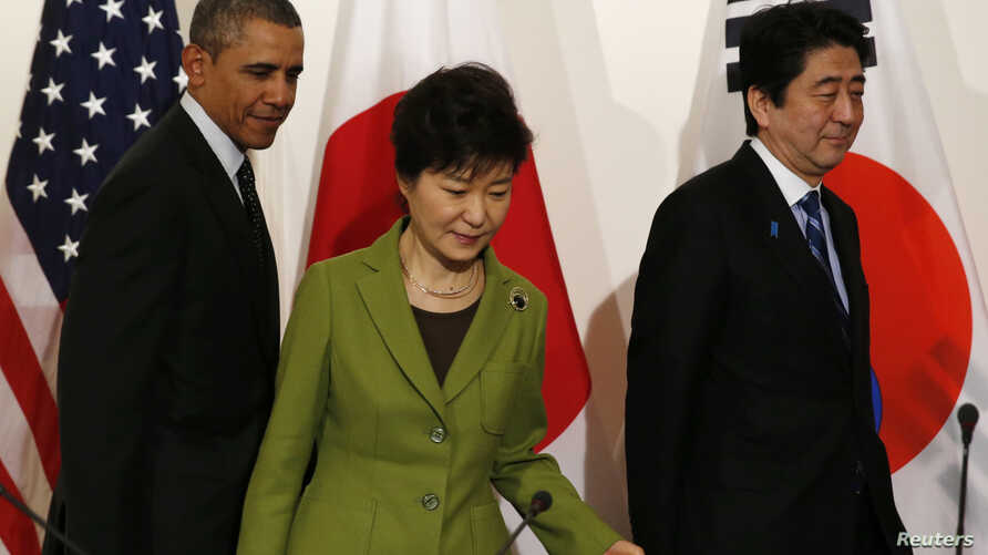 U.S. President Barack Obama, President Park Geun-hye of South Korea (C) and Prime Minister Shinzo Abe of Japan (R) take their seats for a trilateral meeting after the Nuclear Security Summit in The Hague March 25, 2014.