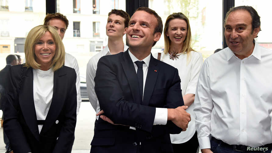 "France's President Emmanuel Macron and his wife Brigitte speak with French entrepreneur and businessman Xavier Niel, right, during the inauguration of start-ups incubator ""Station F"", in Paris, France, June 29, 2017."