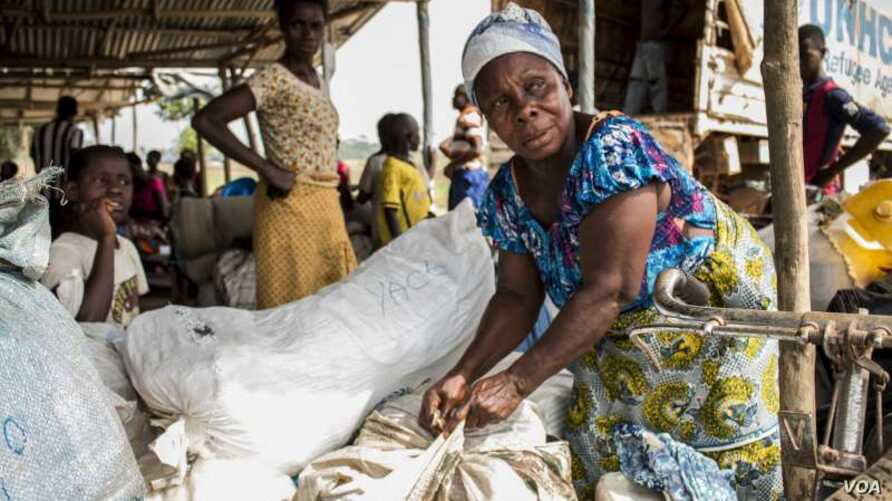 An Ivorian refugee woman in Liberia prepares her luggage ahead of repatriation.