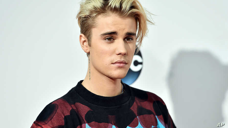 Justin Bieber arrives at the American Music Awards at the Microsoft Theater on Nov. 22, 2015, in Los Angeles.