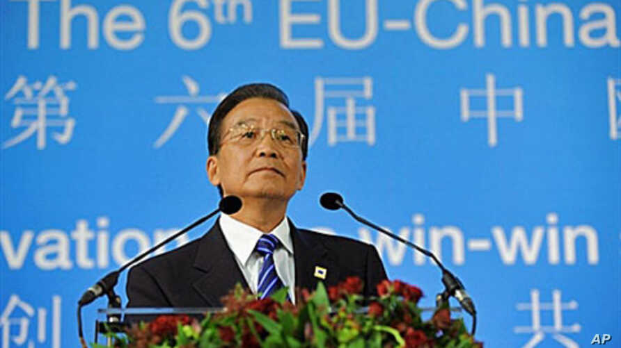 Chinese Prime Minister Wen Jiabao delivers a speech during the EU-China Summit meeting at the EU headquarters in Brussels, 6 Oct 2010