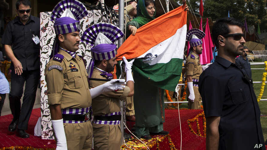 Jammu and Kashmir state Chief Minister Mehbooba Mufti, holds India's national flag after it fell during the unfurling ceremony on India's Independence Day in Srinagar, Indian controlled Kashmir, Monday, Aug. 15, 2016.