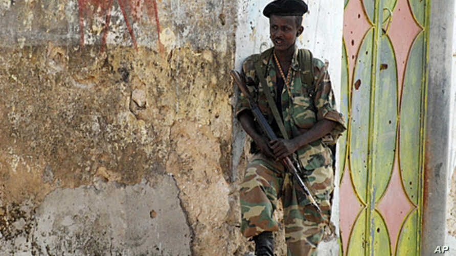 Somali government soldier mans a positions near northern Mogadishu's Yaqshid district headquarters after Islamist insurgents pulled out of the area on August 6, 2011