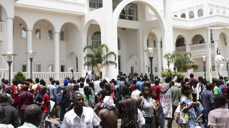 Protesters occupy Mali's presidential palace in the capital Bamako, May 21, 2012.