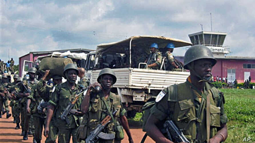 UN Mission in Democratic Republic of Congno and DRC soldiers get ready to deploy from Gemena (2009 file photo)