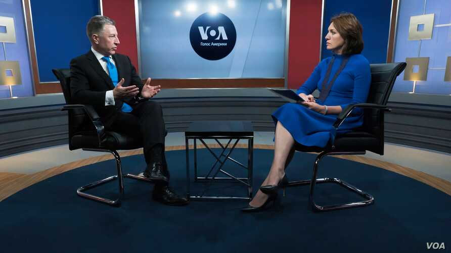U.S. Special Representative for Ukraine Negotiations Kurt Volker speaks with VOA Ukrainian Service Chief Myroslava Gongadze in Washington, July 23, 2018.