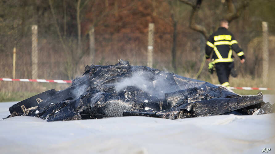 The burnt out debris of a small aircraft lies on a field near the small airport of Egelsbach near Frankfurt, Germany, Sunday, March 31, 2019. The plane crashed when approaching the airport killing four people.
