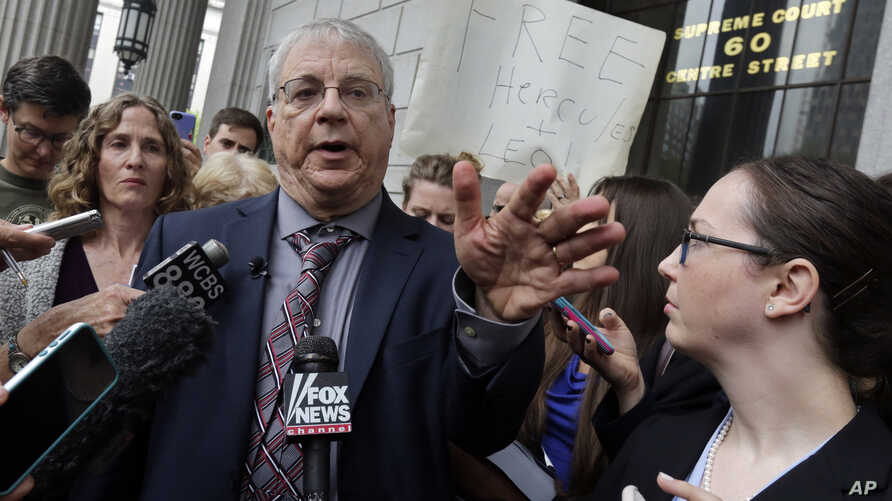 """Steven Wise, president of the Nonhuman Rights Project, answers a question outside Manhattan State Supreme Court, in New York, after a hearing, May 27, 2015. Lawyers for two chimpanzees went to court to argue that the animals have """"personhood"""" rights"""