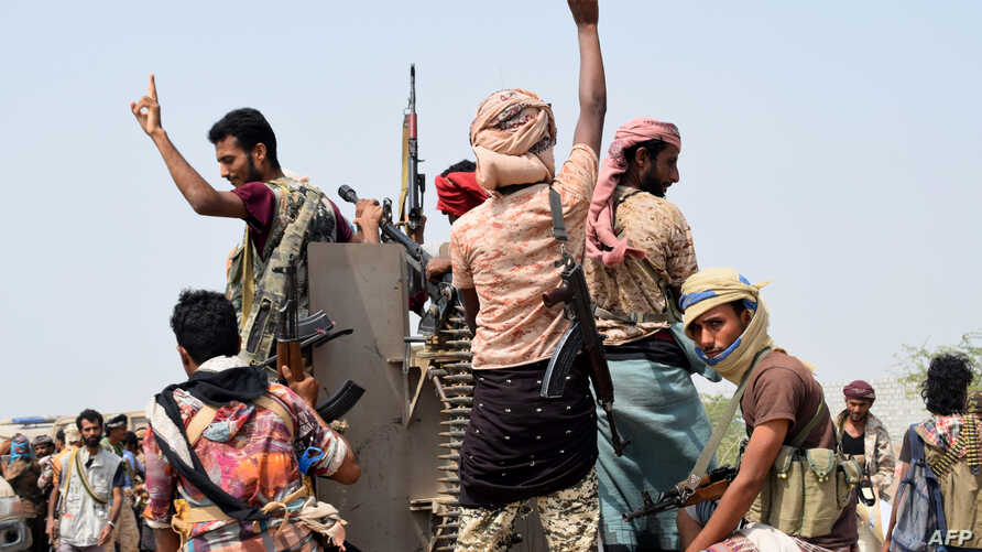 Yemeni pro-government forces advance towards the port area from the eastern outskirts of Hodeida, as they continue to battle for the control of the city controlled by Huthi rebels, Nov. 6, 2018.
