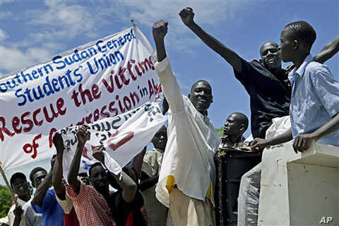 Hundreds of southern Sudanese take part in a demonstration against northern Sudan's military incursion into the border town of Abyei in the southern capital of Juba, Sudan, May 23, 2011
