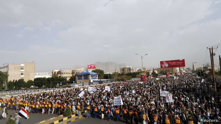 Followers of the Shi'ite Houthi movement march during an anti-government demonstration in Sana'a, Yemen, Aug. 24, 2014.