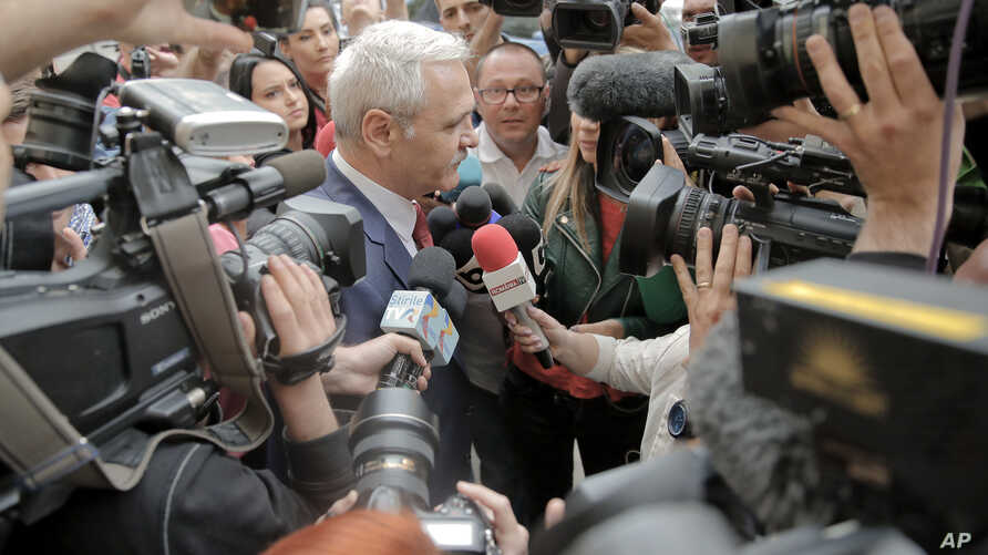 The leader of Romania's ruling Social Democratic party, Liviu Dragnea, is surrounded by media as he arrives at the anti-corruption prosecutors' office, in Bucharest, Romania, April 27, 2018.