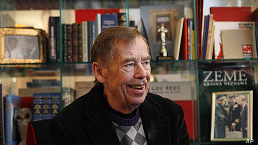 Former President of the Czech Republic Vaclav Havel answers questions about anti-government protests in Egypt, North Africa and the Middle East, (File).