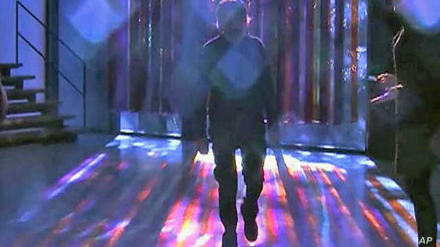 Artist Uses Light to Enchant Museum-Goers in Houston | Voice
