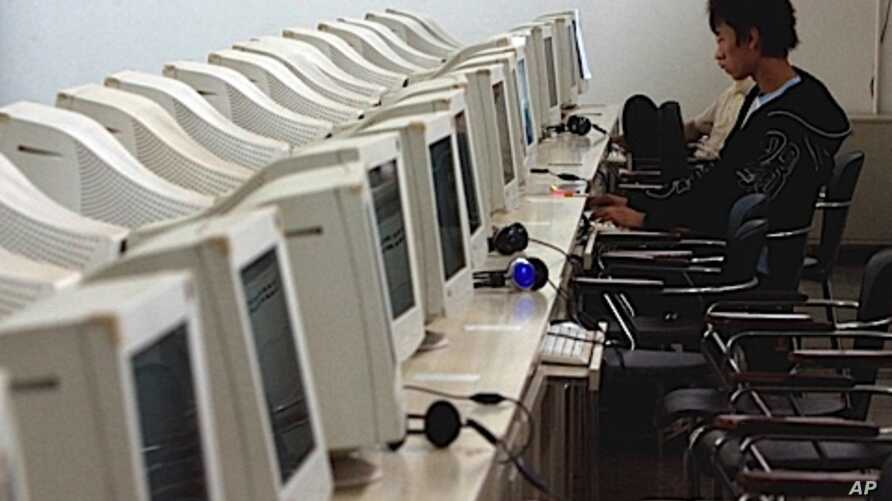 A man works on a computer at an internet cafe in Beijing, China. (file photo)