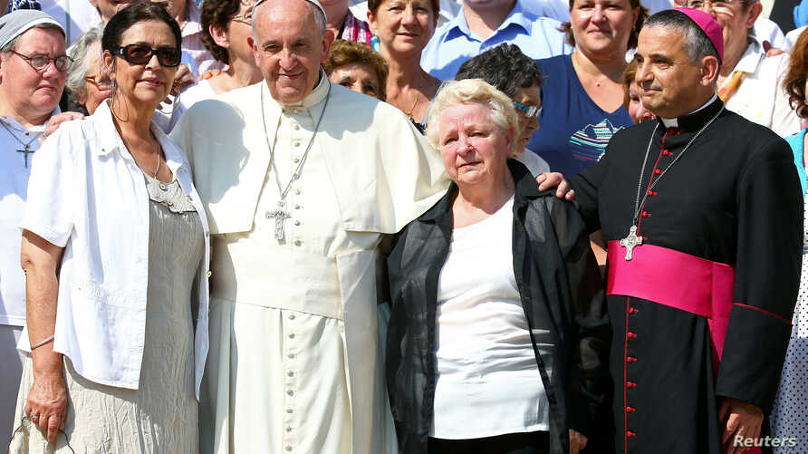 Pope Francis poses with Archbishop of Rouen Dominique Lebrun (R), Roselyne and Chantal Hamel, sisters of Father Jacques Hamel, at the end of his weekly audience at the Vatican, Sept. 14, 2016.