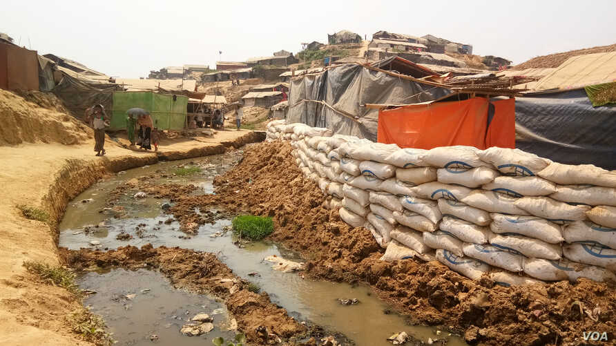 Rohingya Monsoon Threats 4: Sandbags have been placed at the edge of a cluster of shacks in Balukhali camp, Cox's Bazar, to prevent the shacks from being washed away during monsoon floods.