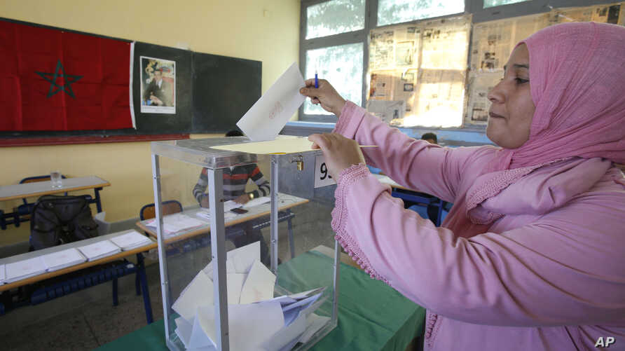 A Moroccan woman casts her ballot in a polling station for the municipal elections in Casablanca, Morocco, Sept. 4, 2015. Moroccans are voting in regional and communal elections, the first since the central government gave its regions greater autonom