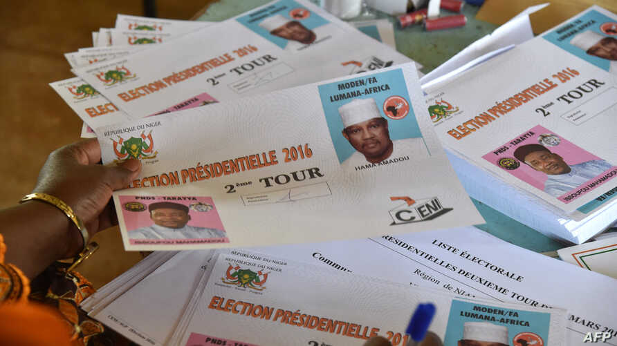A polling station worker counts ballots during the second round of the presidential election at the polling station in Niamey, Niger, March 20, 2016.