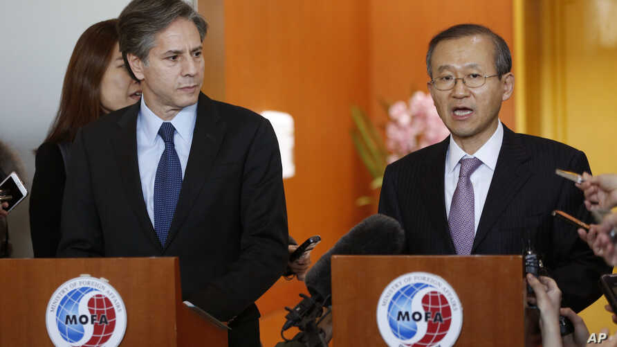 South Korean First Vice Foreign Minister Lim Sung-nam, right, and U.S. Deputy Secretary of State Antony Blinken hold a press conference after their meeting at the Foreign Ministry in Seoul, South Korea, Jan. 20, 2016.
