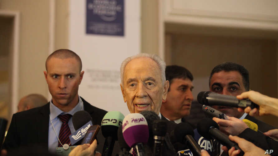 Israeli President, Shimon Peres gives a brief statement at the World Economic Forum in Southern Shuneh, Jordan, May 26, 2013.