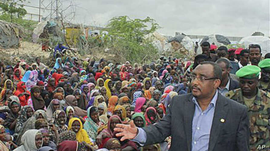 Somali prime minister Abdiwali Mohamed Ali (R) visits the largest displaced persons camp in Mogadishu, to assess the scale of drought victims flooding into the capital of Mogadishu, July 26, 2011