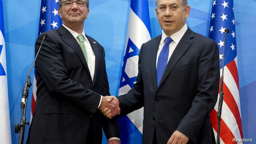 U.S. Defense Secretary Ash Carter (L) shakes hands with Israeli Prime Minister Benjamin Netanyahu upon his arrival at the prime minister's office in Jerusalem, July 21, 2015.