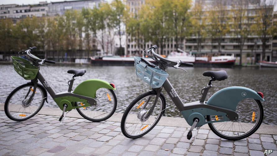 "The new ""Velib Metropole"" bicycle, which is a bike-sharing program by the Smovengo consortium is seen during a media presentation in Paris, Oct. 25, 2017."