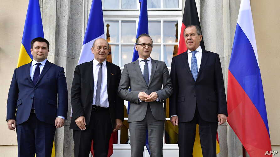 (L-R) Minister of Foreign Affairs of Ukraine Pavlo Klimkin, French Minister of Europe and Foreign Affairs Jean-Yves Le Drian, German Federal Minister for Foreign Affairs Heiko Maas and Russian Minister of Foreign Affairs Sergey Lavrov pose for a pict