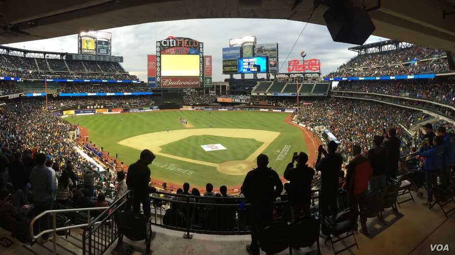 More than 25,000 fans cheered for cricketing icons at Citi Field in New York