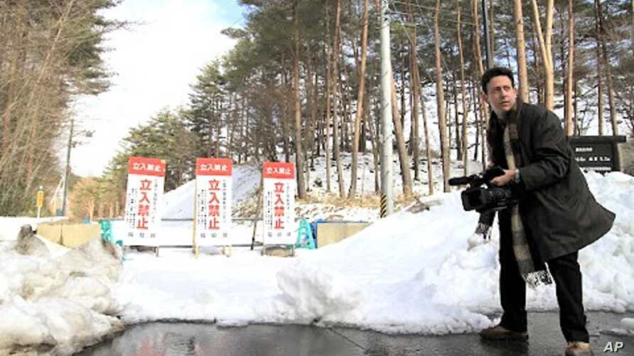VOA correspondent Steve Herman videotaping on the perimeter of the 20km radiation exclusion zone in Fukushima prefecture, Kawauchi Japan, March 6, 2012.
