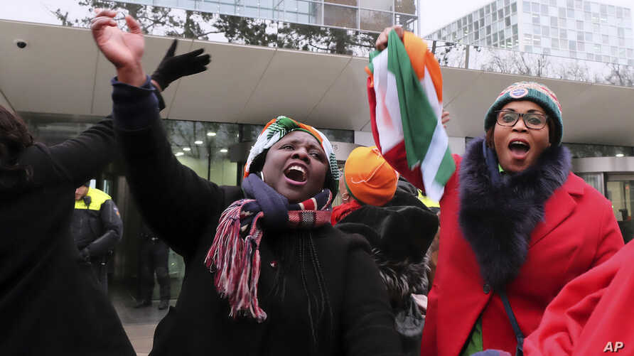 Supporters of former Ivory Coast president Laurent Gbagbo celebrate outside the International Criminal Court in The Hague, the Netherlands, Feb.1, 2019.