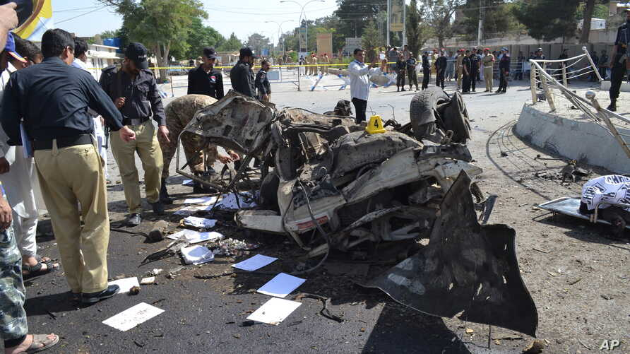 Pakistani police officers examine the site of an explosion in Quetta, Pakistan, June 23, 2017. A powerful bomb went off near the office of the provincial police chief in southwest Pakistan, causing casualties, police said.