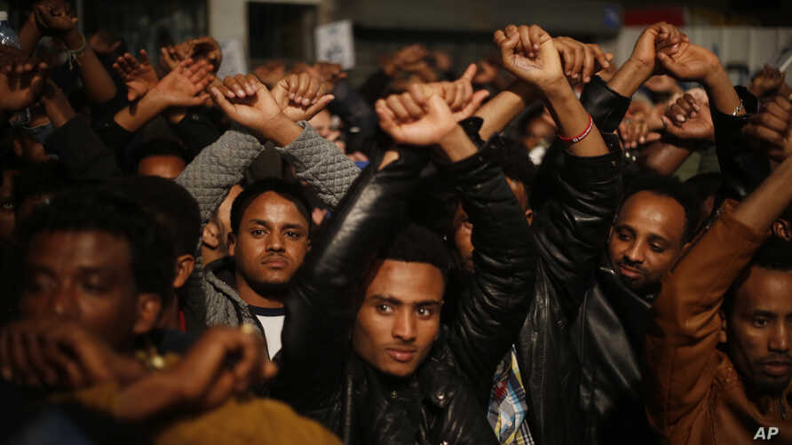 Asylum seekers protest against deportation in Tel Aviv, Israel, Feb. 24, 2018. Israel considers the vast majority of the nearly 40,000 migrants to be job seekers and says it has no legal obligation to keep them. The Africans, nearly all from dictator