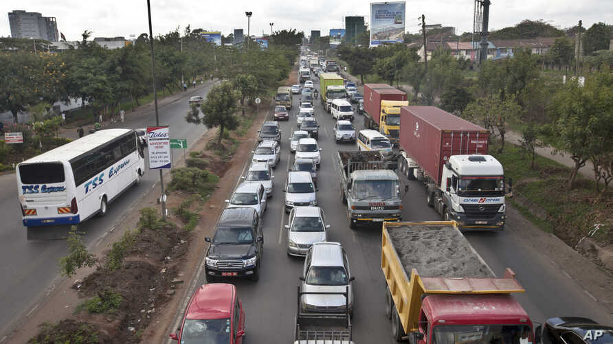 Drivers sit in queues of traffic on a highway in downtown Nairobi, Kenya, Apr. 14, 2015. Taxi operators want the government to stop operations of ride sharing app Uber.