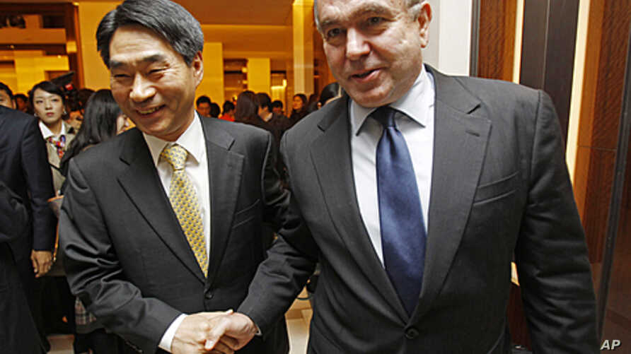 U.S. Assistant Secretary of State for East Asian and Pacific Affairs Kurt Campbell, right, and South Korean Deputy Foreign Minister Kim Jae-shin leave after their meeting in Seoul, South Korea, October 27, 2011.