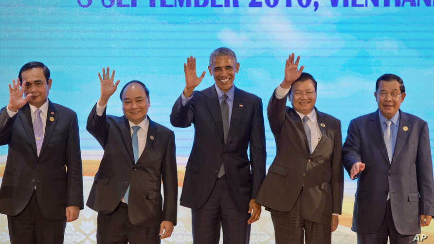 U.S. President Barack Obama, center, waves with leaders of the Association of Southeast Asian Nations (ASEAN) during  ASEAN-U.S. summit, a parallel summit in the ongoing 28th and 29th ASEAN Summits and other related summits at National Convention Cen