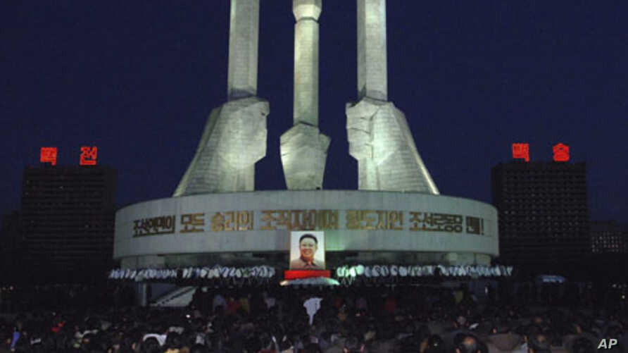 North Koreans gather to pay respects to their late leader Kim Jong Il in front of a monument to mark the founding of Workers' Party in Pyongyang, North Korea, December 22, 2011.